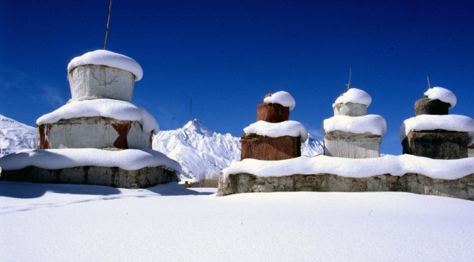 Stupas sous la neige 01